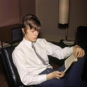 Be like Bowie: Read.