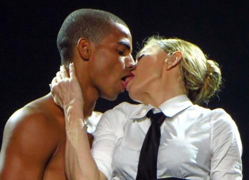 MadonnaBFKiss01